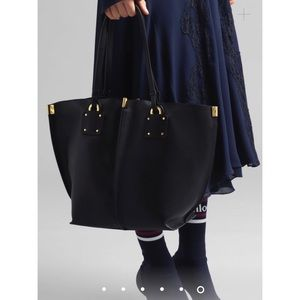 CHLOÉ Medium Vick Leather Tote Bag in Black